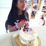 ハッピーバースデー~♪ と ケーキの飾りつけ♪